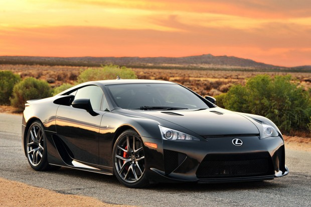 ... LEXUS LFA   202 MPH, 552 HP V10 Power